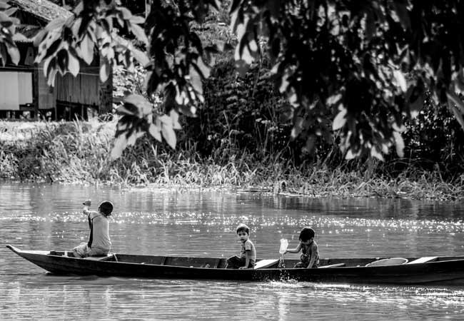 Crianças do lago do Cuniã, no Distrito de São Carlos, que será removido para outro lugar. (Foto: Marcela Bonfim/AmReal)