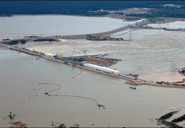 Barragem da usina de Jirau durante a enchente de 2014. (Foto: Sérgio Vale/Secom AC)