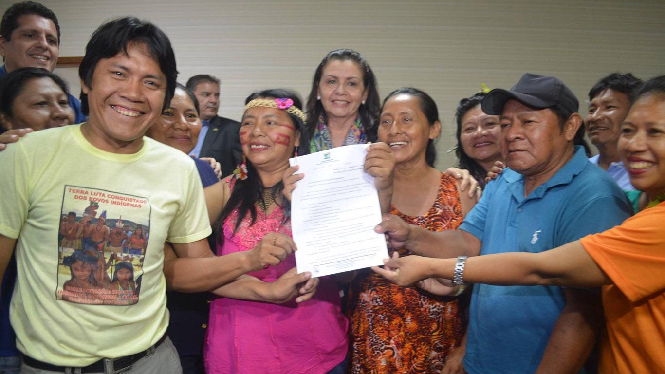 PEE foi aprovado e governadora Suely Campos comemorou com os indígenas. (Foto: Mayra Wapichana/CIR)