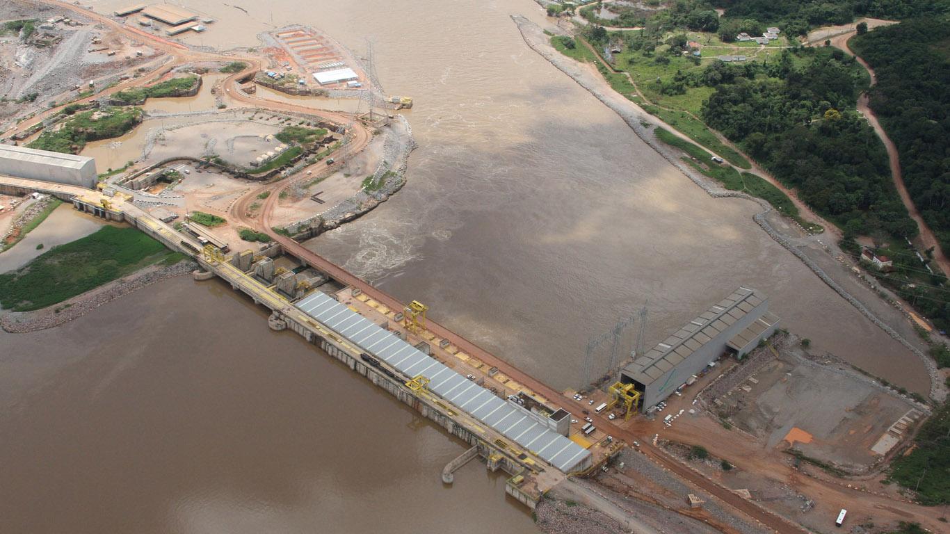 Hidrelétrica Santo Antônio no rio Madeira. (PAC/FotosPúblicas)
