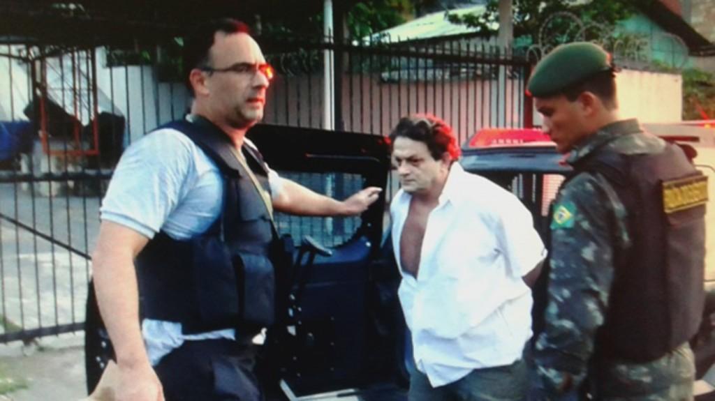 Marcelo Carneiro sendo preso novamente em 2015 (Foto: Polícia Federal)
