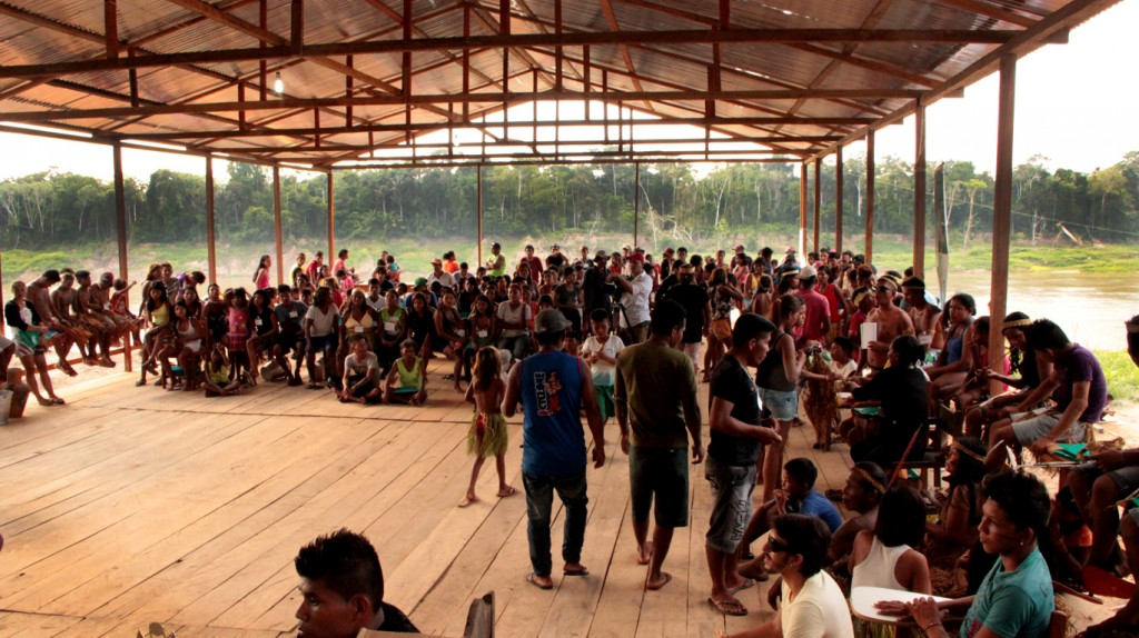 Índios Paumari durante o campeonato. (Foto: Oiara Bonilla)