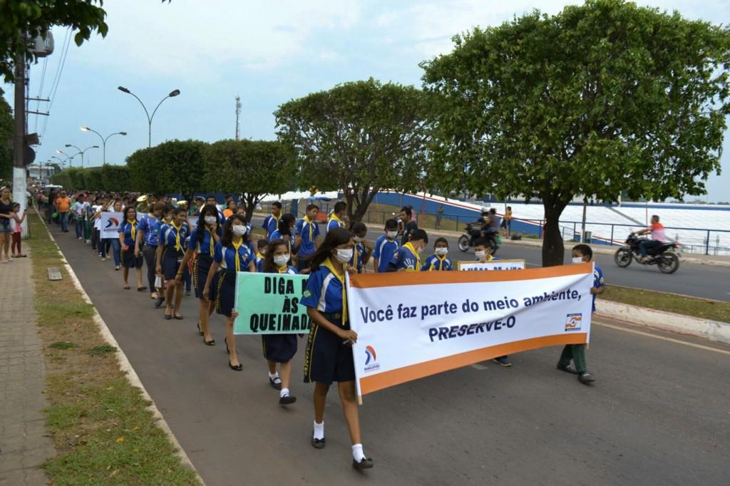 O protesto reuniu estudantes e populares (Foto: José Alberto de Lima (Zeg-Deg)