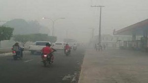 Assim como em Manajs, fumaça encobriu a cidade de Manacapuru (Foto: Zeg Deg)