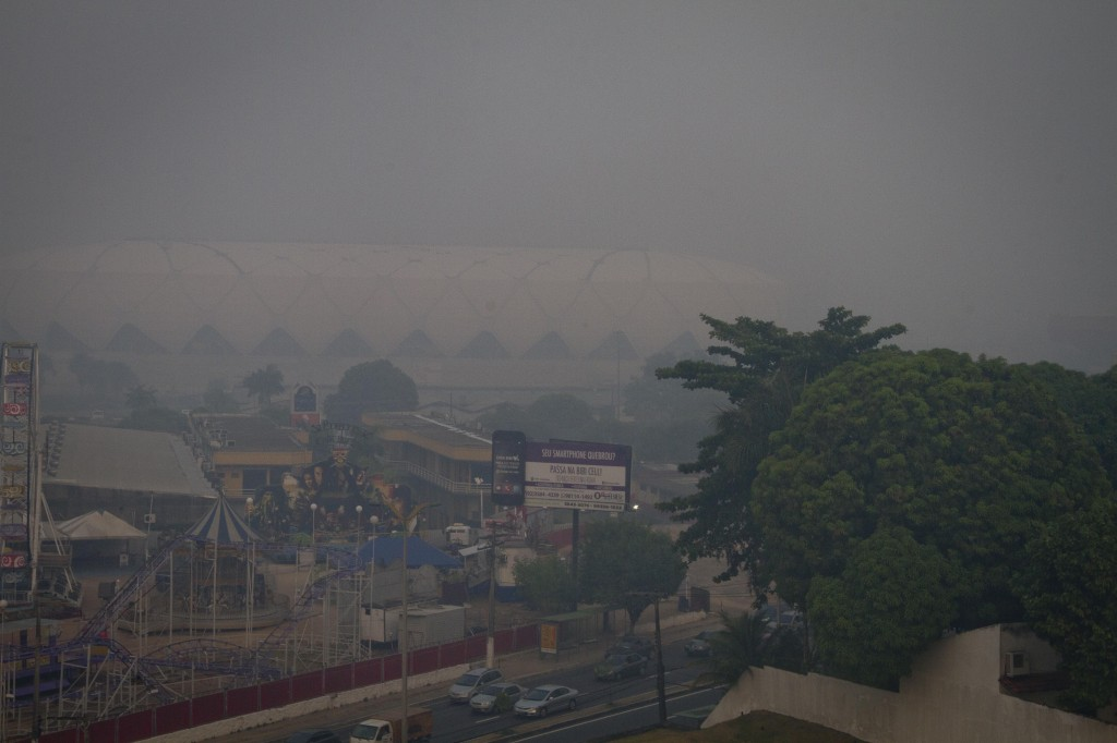 A Arena da Amazônia encoberta pela fumaça em Manaus (Foto:Alberto César Araújo)