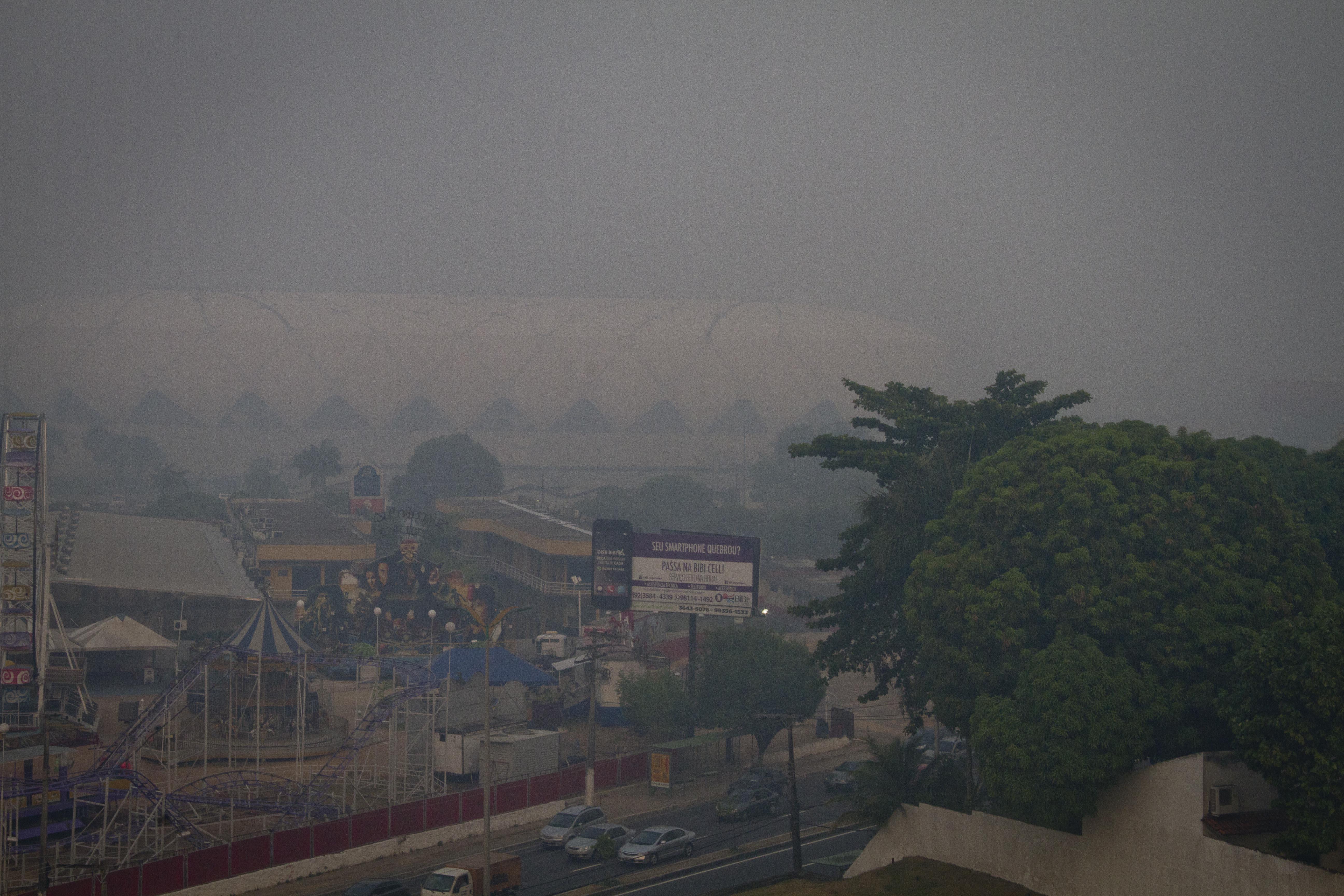 Fumaça de queimadas encobre Manaus
