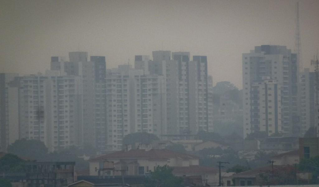 Fumaça encobre pelo 13o. dia a cidade de Manaus (Foto: Alberto César Araújo/AmReal)