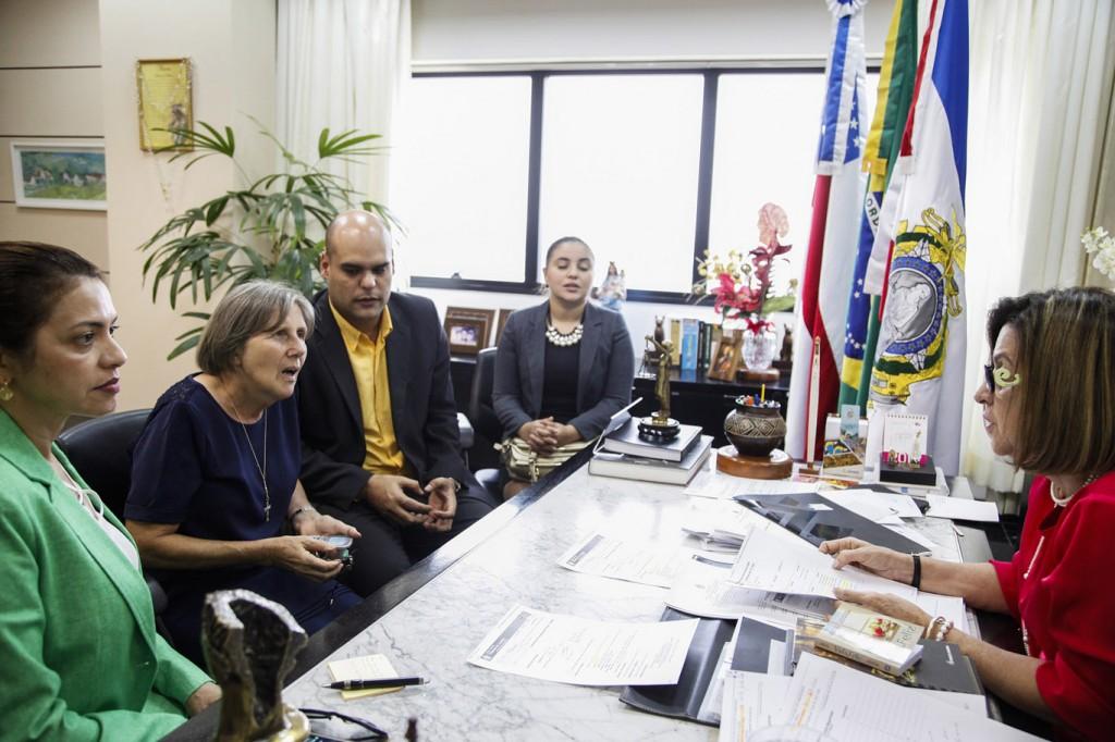 Irmã Giustina Zanato pede celeridade no julgamento de São Gabriel à desembargadora  Graça Figueiredo (Foto: Raphael Alves/TJAM)