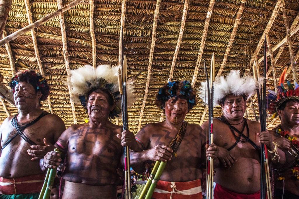 Os guerreiros Cinta Larga lutam contra a  extinça do povo (Foto: Marcela Bonfim/AmReal)
