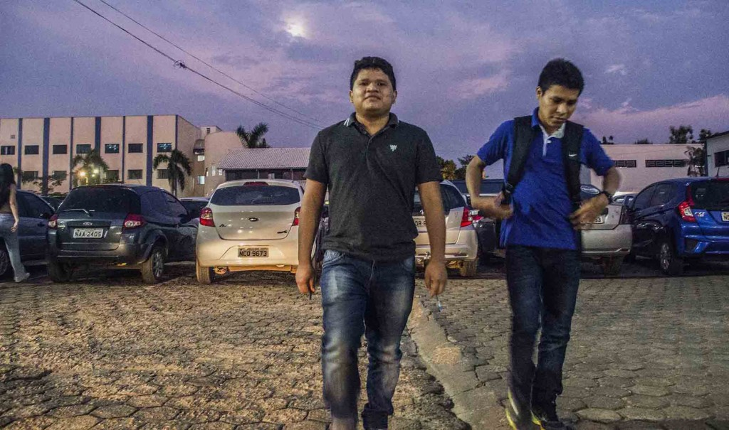 Diogo e Aritano Cinta Larga buscam reverter estigma da criminalização da etnia (Foto: Marcela Bonfim/AmReal)