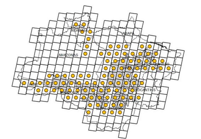Círculos indicam distribuição espacial das 96 cenas Landsat utilizadas na estimativa do Prodes 2015. (Em cinza: municípios prioritários)