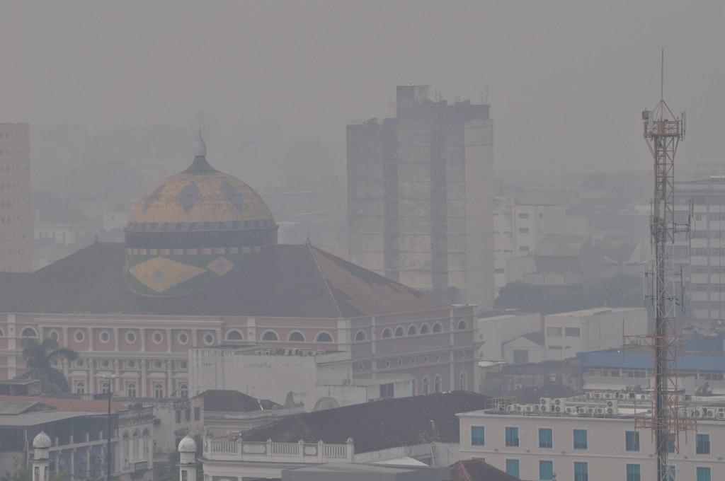Nos meses de outubro e  novembro a cidade de Manaus ficou encoberta por fumaça das queimadas (Foto: Carlos Durigan/AmReal)