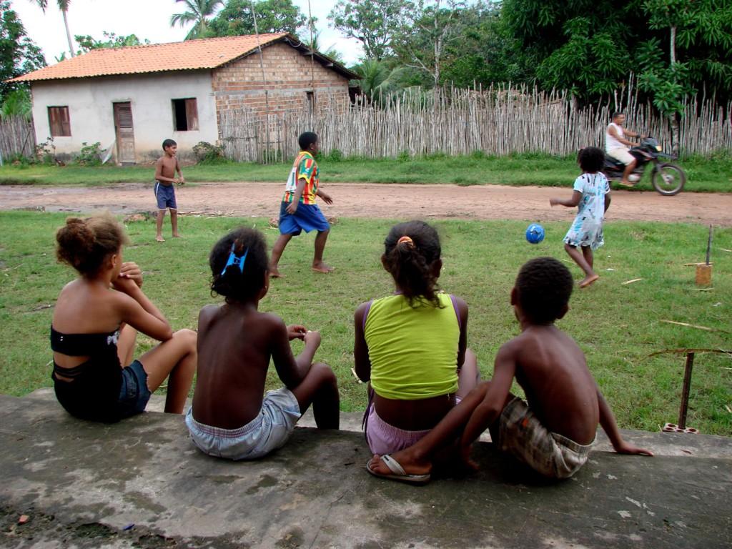 itamatatiua - criancas jogando_paulo hebmuller