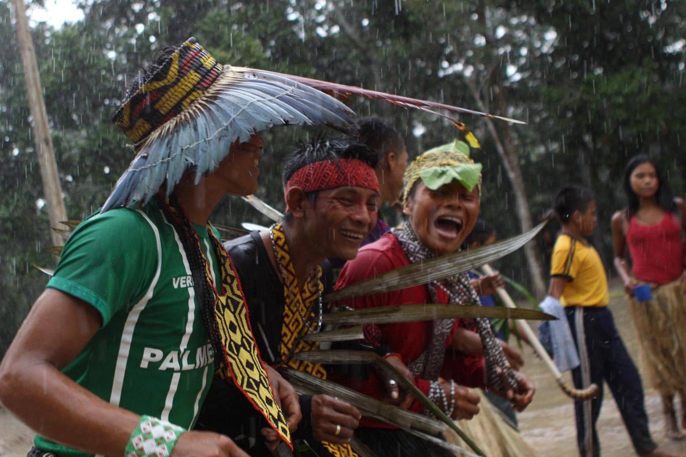 Os Huni Kuin celebram a educação na Amazônia