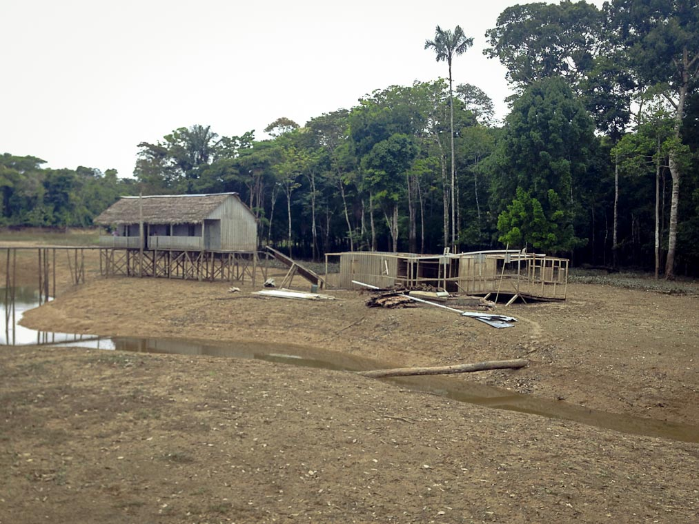 Alojamento da Funai feita por Antenor Va em junho de 2015.