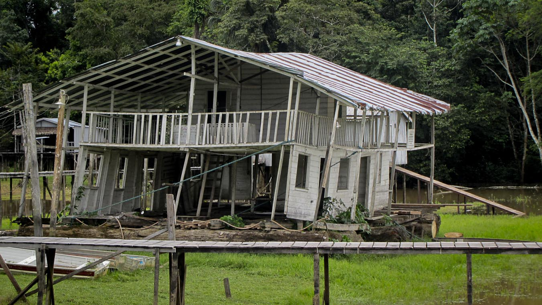 Alojamento da Base da Funai no Vale do Javari (Foto: Antenor Vaz)