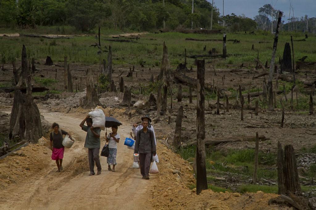 Família do pastor Anestor Farias, na Comunidade Rumo Certo. (Foto: Alberto César Araújo/AmReal)