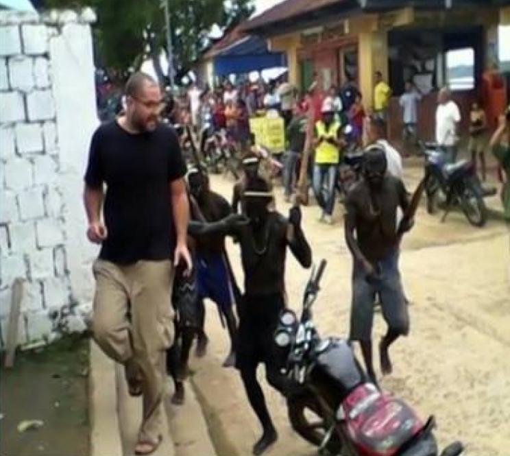 Momento em que Bruno Pereira foi expulso pelos Matís (Foto: Site Jambo Verde)