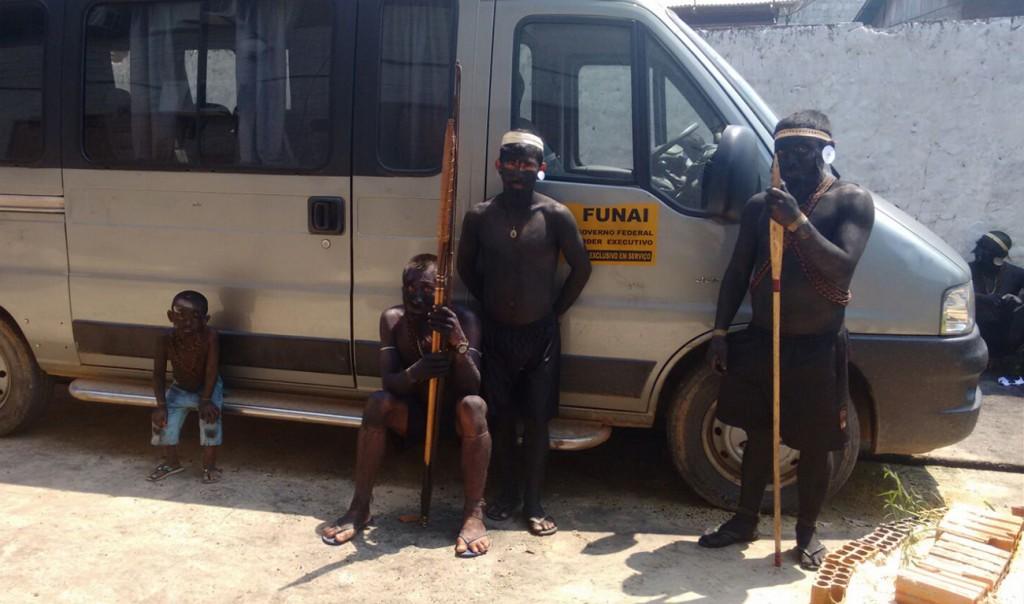 Guerreiros Matís ocupam a sede da Funai (Foto: Aima)