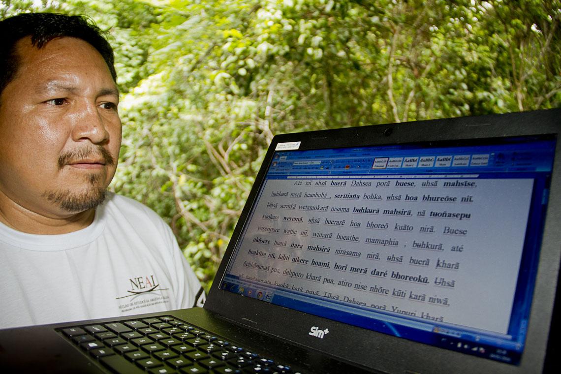 O aluno Dagoberto Azevedo nasceu na comunidade Pirarara, no rio Tiquié (Foto: Alberto César Araújo/AmReal)