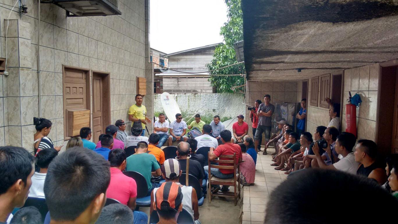 Lideranças em reunião que marcou o fim do protesto (Foto: Aima)