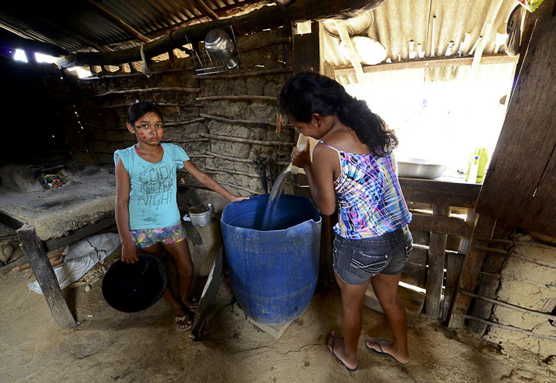 El Niño Godzilla: Tuxaua culpa madeireira pela escassez de água na comunidade do Anzol (RR)