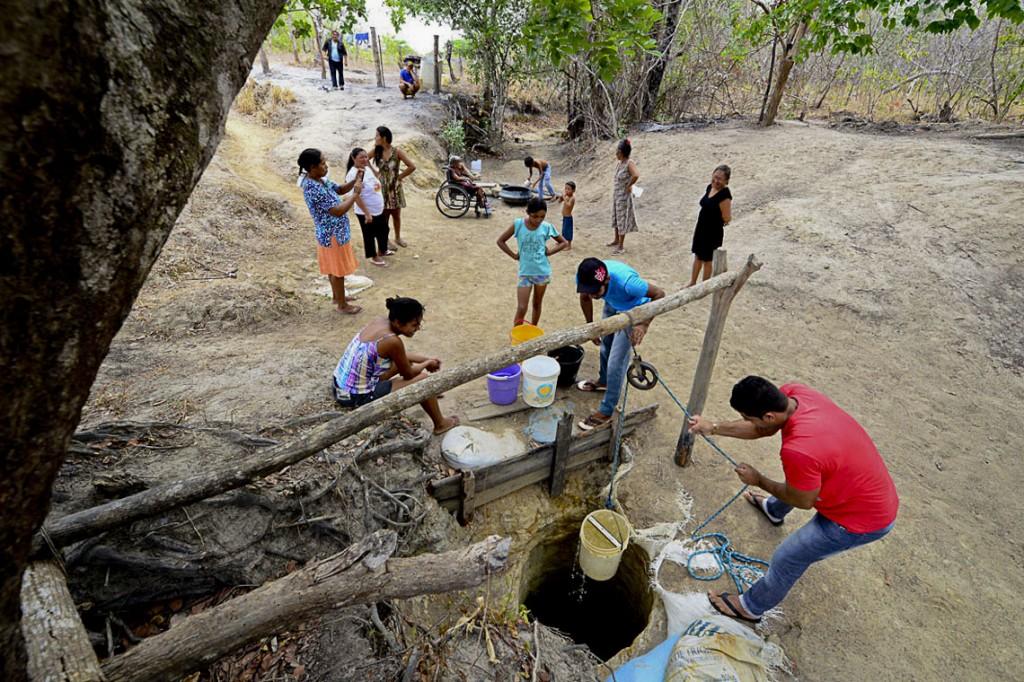 Sem água potável, indígenas cavaram um poço na comunidade (Foto: Jorge Macêdo/Amazônia Real)