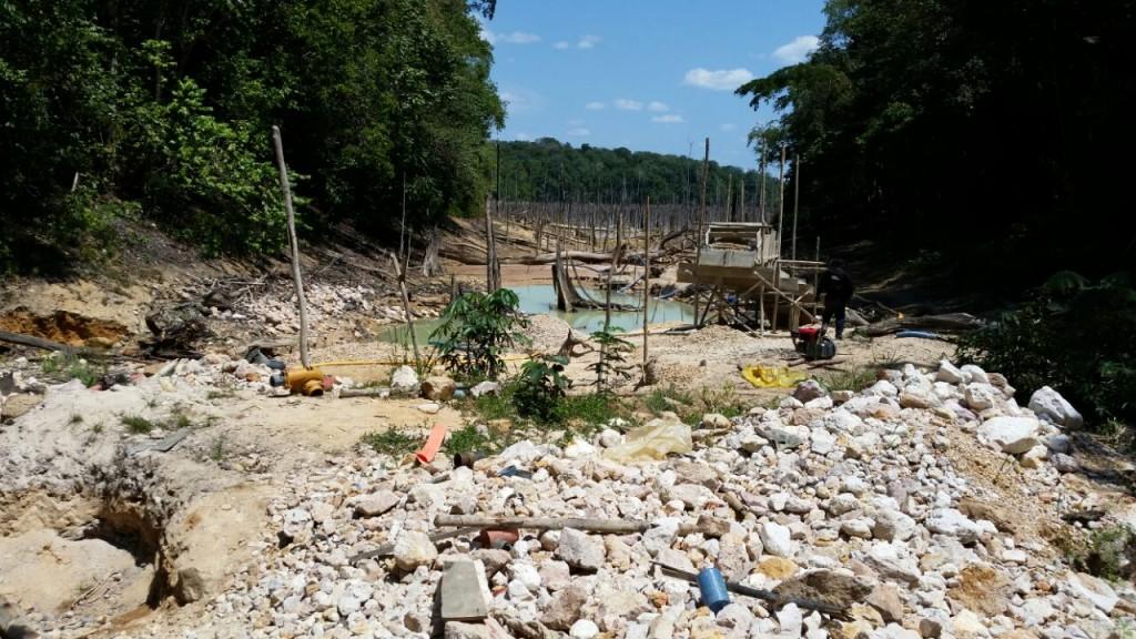 Crime ambiental provocado pelos garimpeiros na reserva Uatumã. (Fotos: Divulgação Polícia Civil)