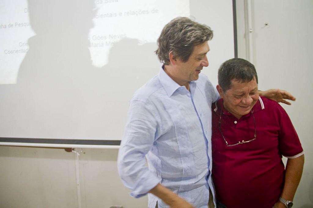 Eduardo e Carlos Augusto durante a apresentação da tese na Ufam. (Foto: Alberto César Araújo/AmReal)