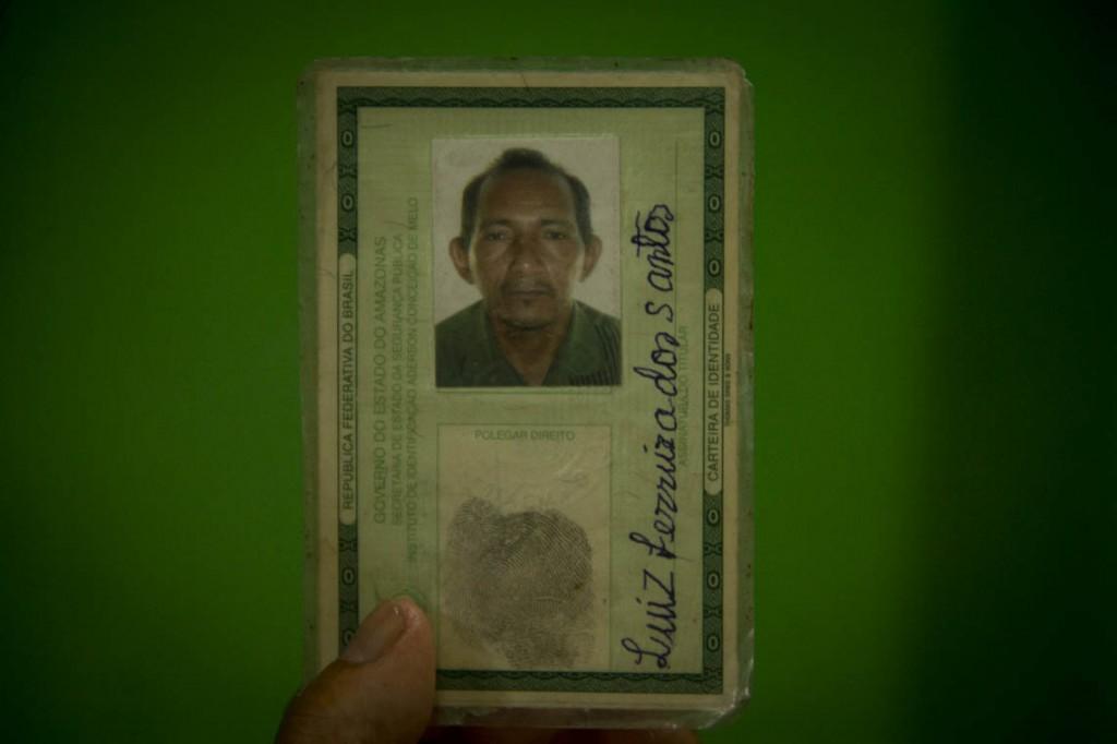 Documento do pescador Luiz Ferreira dos Santos, 55 anos. (Foto: Alberto César Araújo/AmReal)