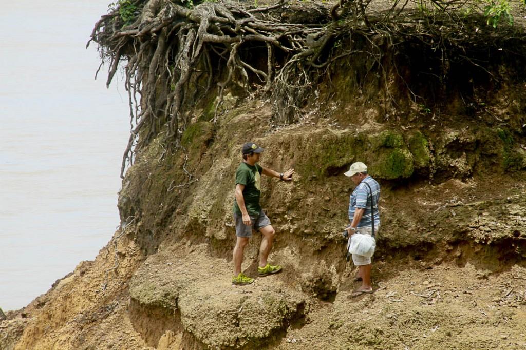 Os arqueólogos Eduardo Góes Neves e Carlos Augusto da Silva (Foto: Alberto César Araújo/Amreal)