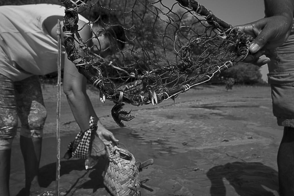 Caranguejo e adereços para catar siri, Comunidade Mamuna, Alcântara, Maranhão. (Foto Ana Mendes/AmReal)