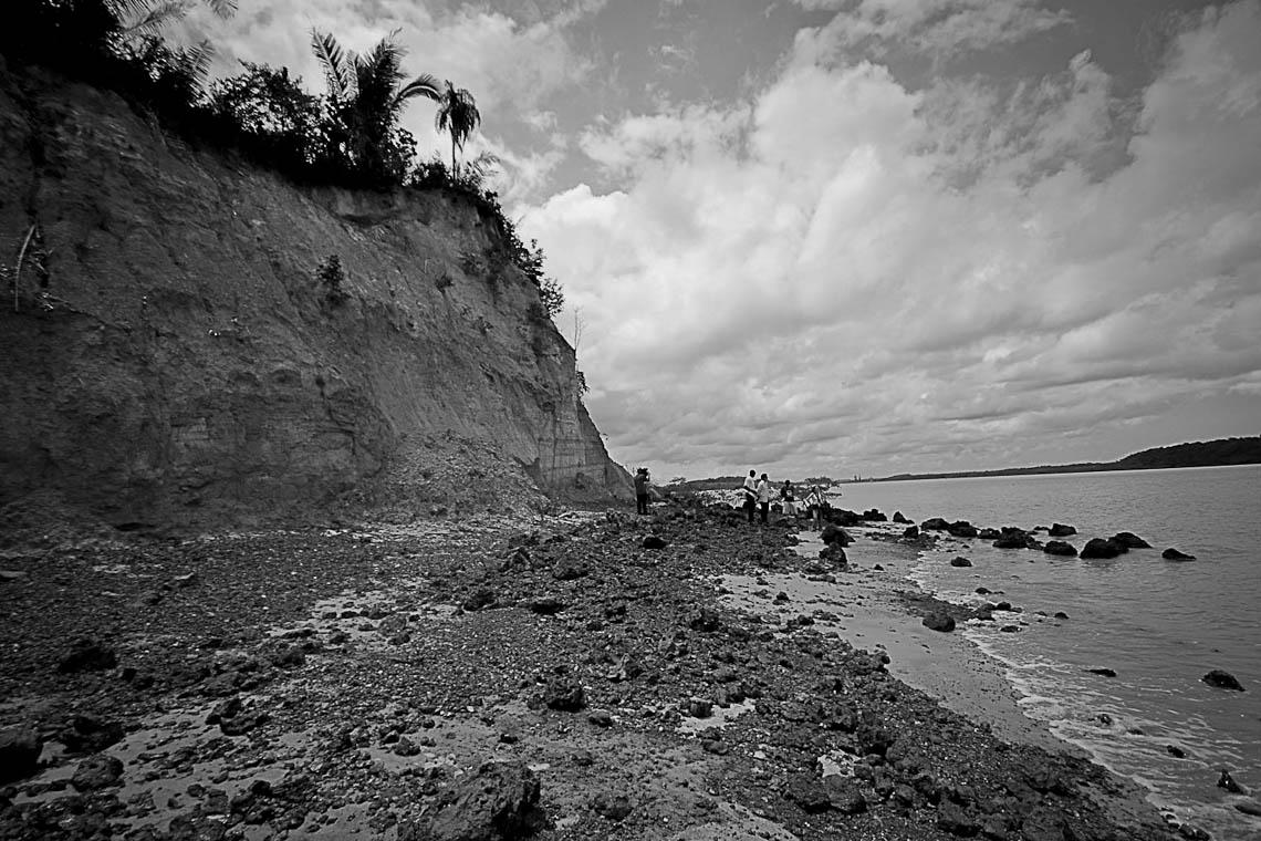 Praia Parnauaçu de onde é possível avistar os portos do Disal (Foto: Ana Mendes/Amazônia Real)