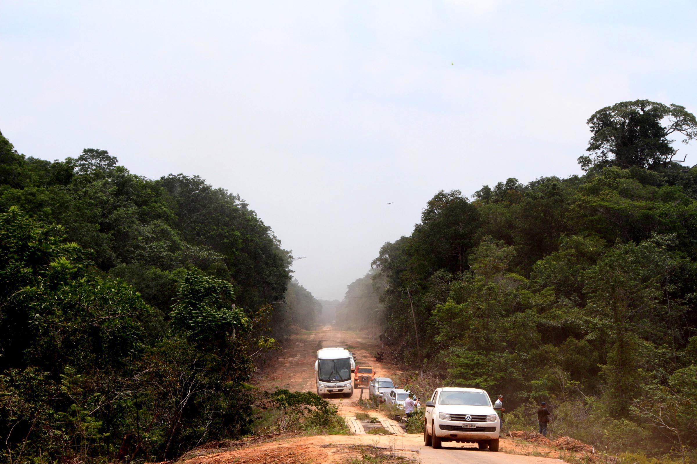 Ibama libera obras de manutenção da BR-319, mas exige que o Dnit recupere o dano ambiental
