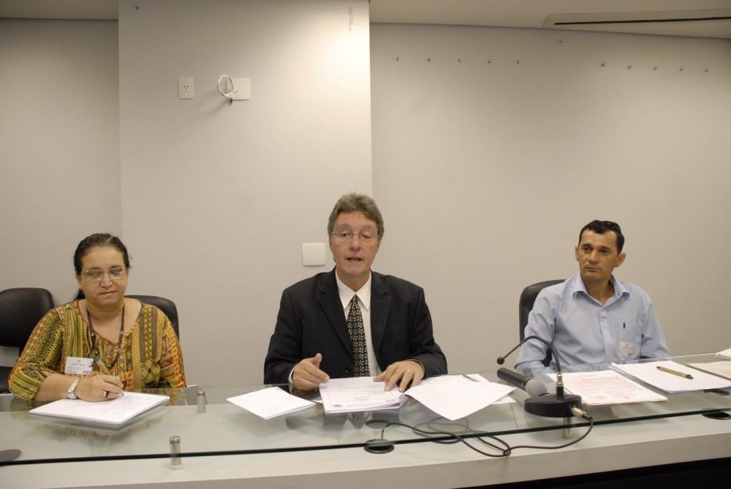Na estão irmã Eurides Oliveira, o deputado Luiz Castro e o conselheiro Renato Souto  (Foto: Rubilar Santos/Aleam)
