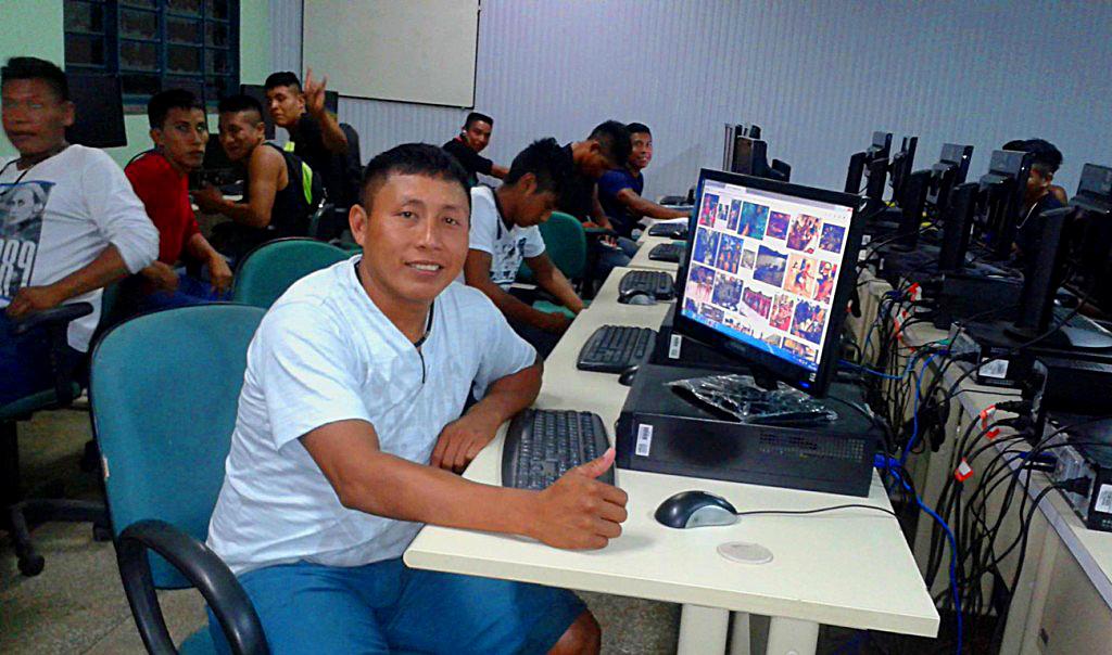 Marke Matís conheceu a internet na escola (Foto: Aima)