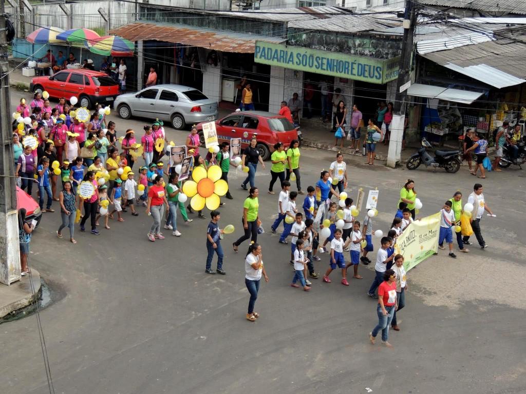 Caminhada pelo Dia 18 de Maio em São Gabriel (Foto: Creas)