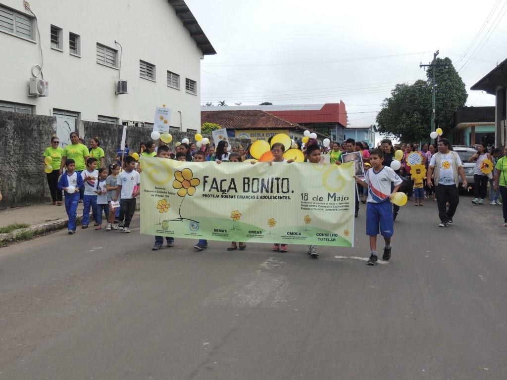 Manifestação contra a violência sexual em São Gabriel (Foto: Creas)