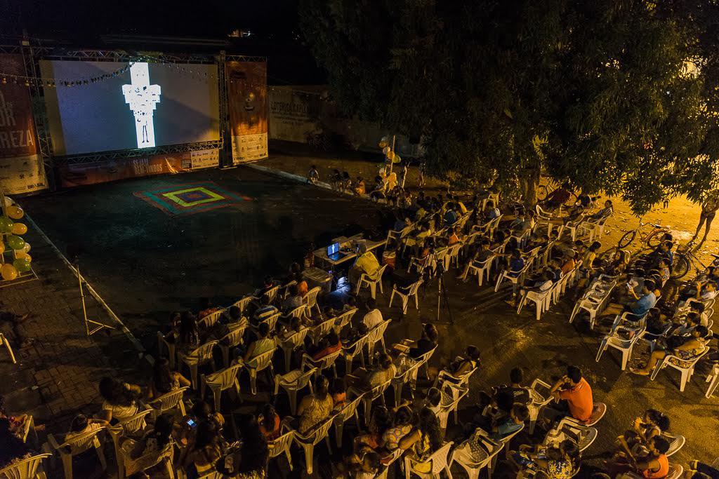 Vista aérea de uma sessão de cinema em Rondônia (Foto: Avener Prado/Cineamazônia)