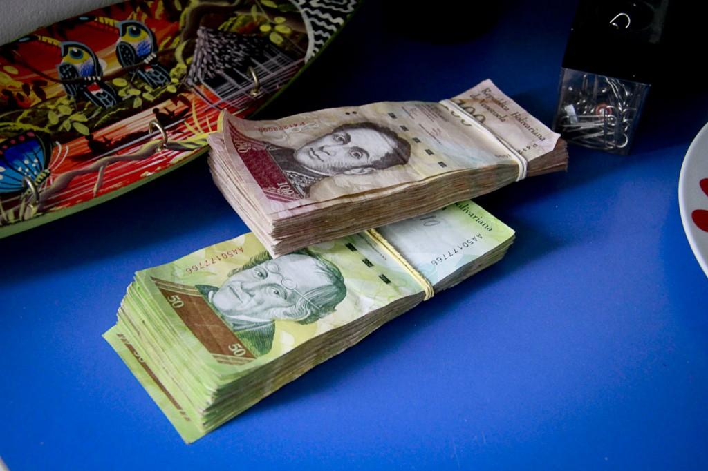 A moeda nacional, o Bolívar (Foto: Alberto César Araújo/Amazônia Real)