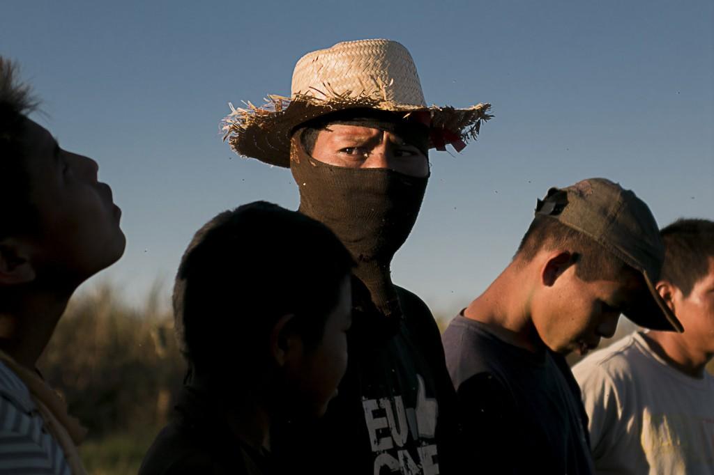 Índios Guarani Kaiowá foram atacados por fazendeiros em 2016 (Foto: Ana Mendes/Amazônia Real)