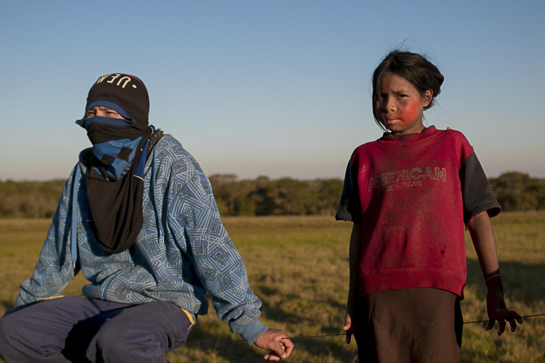 """Família da fazenda Yvu, onde morreu um índio Guarani-Kaiowá, diz que """"terra é nossa"""""""