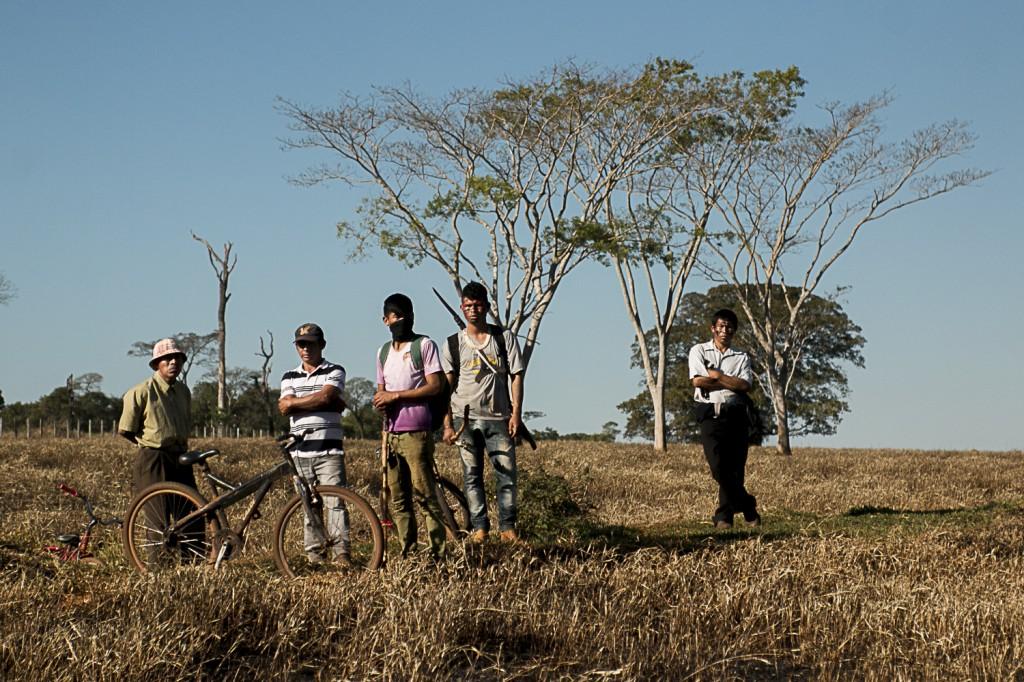 Índios Guarani-Kaiowá em Caarapó (Foto Ana Mendes-Cimi)