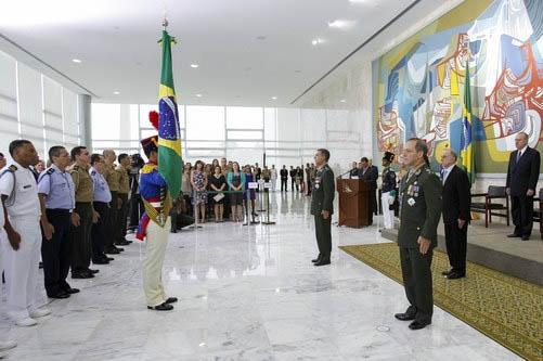 O general Peternelli foi da segurança de José Sarney (Foto: GSI)