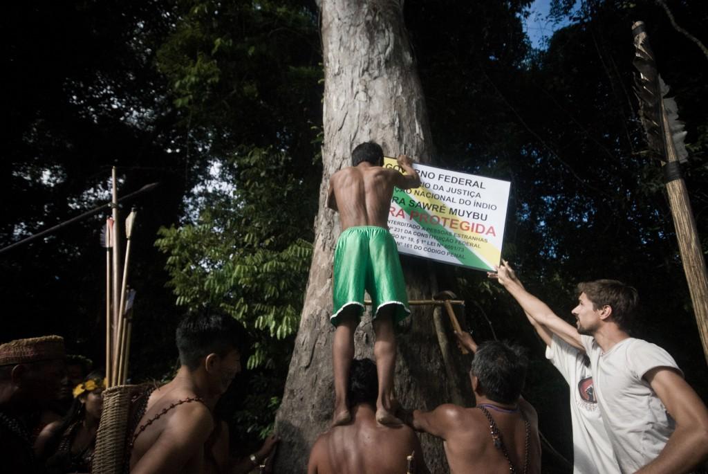 Munduruku and Greenpeace Demarcate Indigenous Lands in the AmazonPovo Munduruku inicia sinalização da Terra Indígena Sawré Muybu