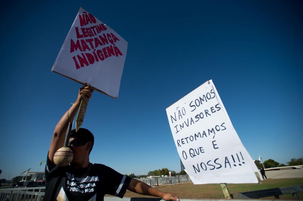 Índios Guarani-Kaiowá protestam em Brasília contra a violência e pela demarcação das terras (Foto: Marcelo Camargo/ABR)