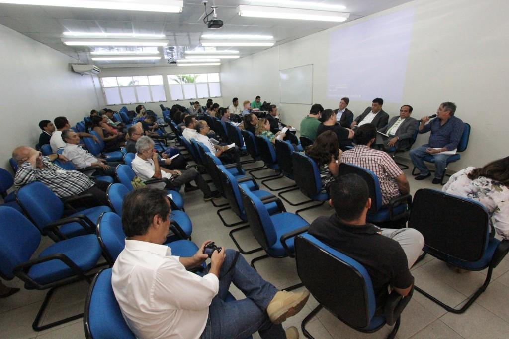 Reunião de deputados com pesquisadores na Aleam (Foto: CA)