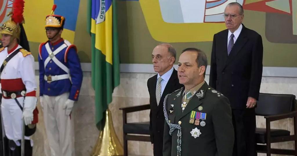 O general Peternelli em nomeação por  José Sarney em 2012 (Foto: Agência Brasil)