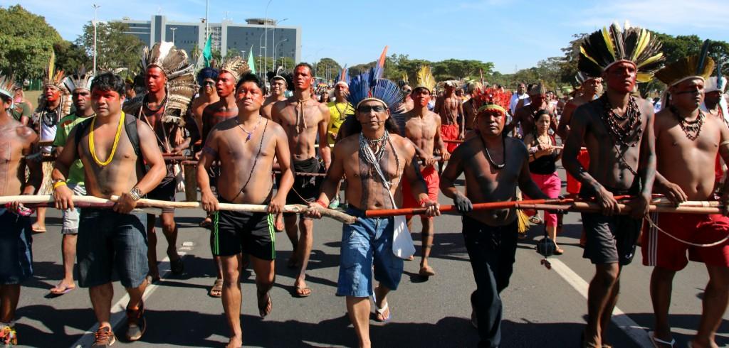 Indígenas no Acampamento Terra Livre em Brasília (Foto: Alan Azevedo/Greenpeace)