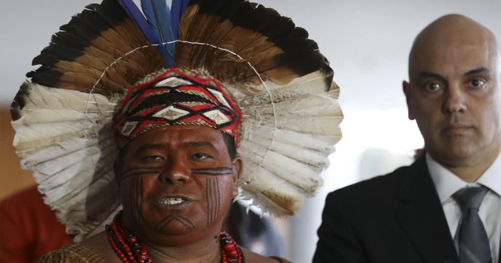 Líder Aruã Pataxó e o ministro Alexandre Moraes divergem sobre um índio na Funai (Foto: Valter Campanato/Agência Brasil)